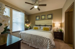 Apartments Woodlands TX WoodlandsLodge A1 Master Bedroom